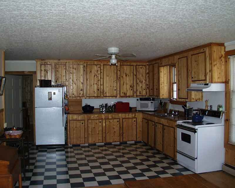 kitchenlr.jpg (281559 bytes)